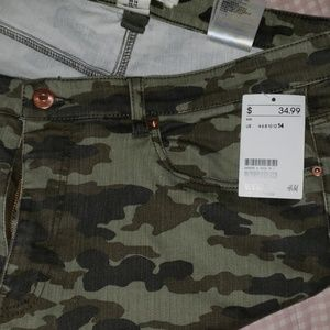 H&M size 14 womens zip ankle camo jeans
